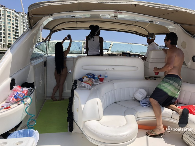 Rent a Sea Ray Boats cruiser in Deerfield Beach, FL near me