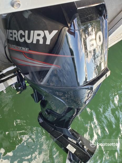 Rent a Sun Tracker by Tracker Marine pontoon in Topton, NC near me