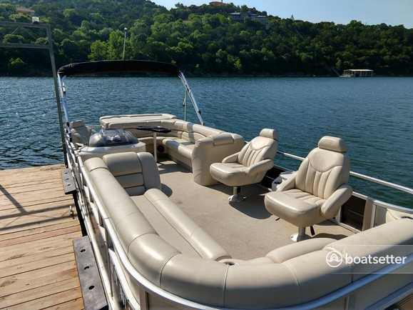 Rent a Bennington Marine pontoon in Leander, TX near me