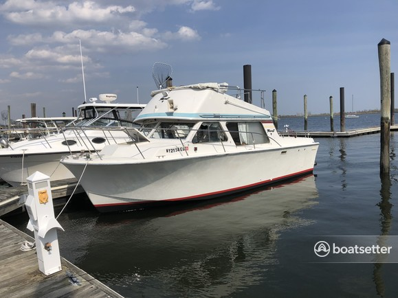 Rent a Tollycraft Boats cruiser in Staten Island, NY near me