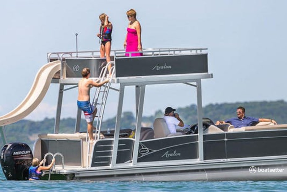 Rent a Avalon Pontoons pontoon in San Diego, CA near me