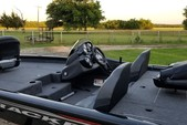 18 ft. Tracker by Tracker Marine Pro Team 175 TXW w/60ELPT 4-S  Bass Boat Boat Rental Dallas-Fort Worth Image 4