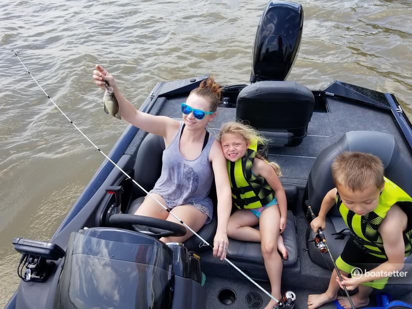 Rent a Tracker by Tracker Marine bass boat in Blue Ridge, TX near me