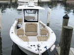 25 ft. Sea Hunt Boats 255 Ultra Center Console Boat Rental Tampa Image 2