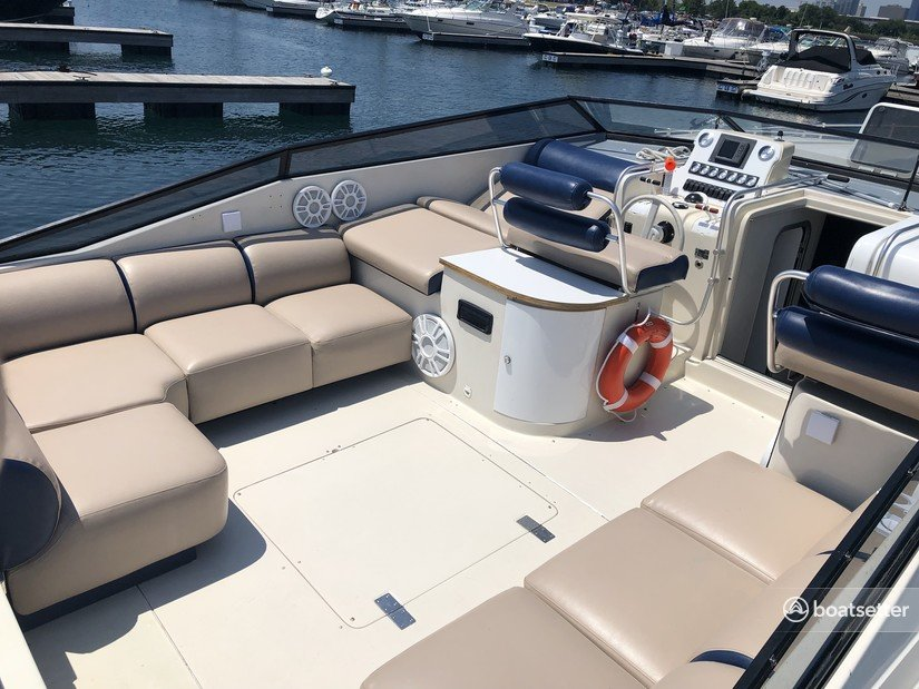 Rent a Mainship cruiser in Chicago, IL near me