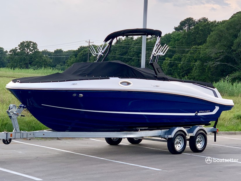 Rent a Bayliner bow rider in Horseshoe Bay, TX near me