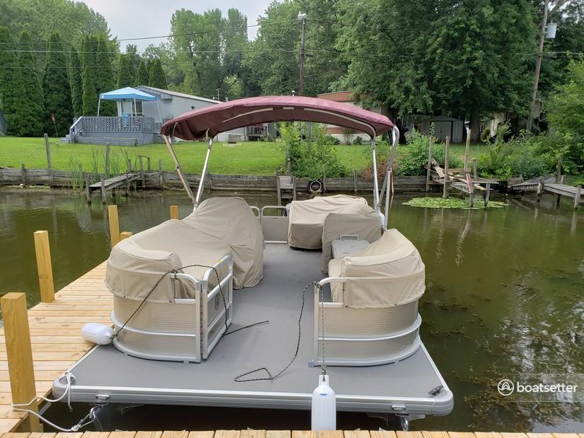Rent a Godfrey Marine pontoon in Buckeye Lake, OH near me