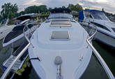 30 ft. Doral Prestancia 300 MC Cruiser Boat Rental New York Image 8