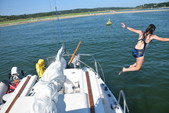 25 ft. MacGregor Yachts 25 Daysailer & Weekender Boat Rental Boston Image 5