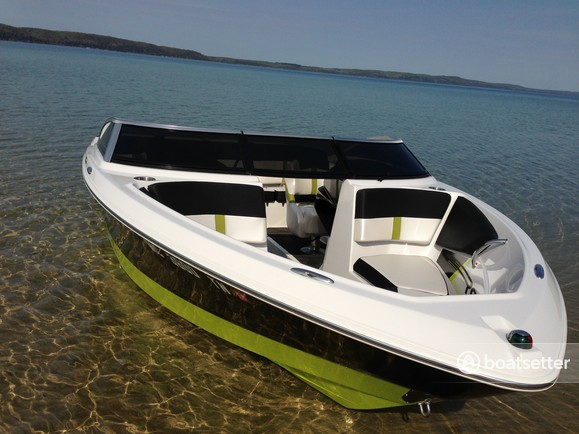 Rent a 2013 20 ft  Four Winns Boats H190 RS in Evanston, IL on Boatsetter