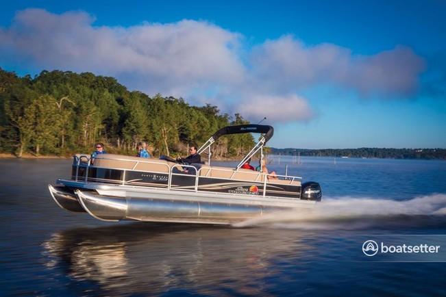 Rent a Sun Tracker by Tracker Marine pontoon in Canyon Lake, TX near me