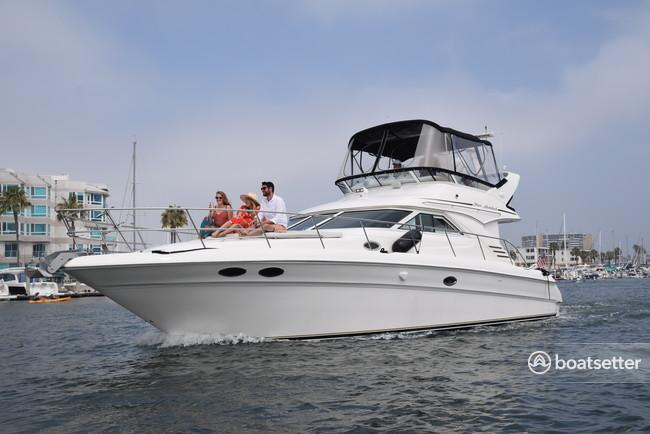 Rent a Sea Ray Boats flybridge in Marina del Rey, CA near me