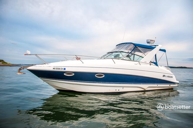 Larson Boats 274 Cabrio Mid-Cabin