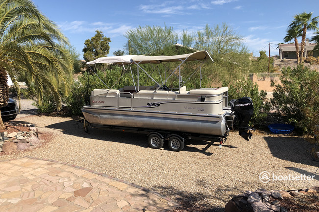 Rent a Lowe Pontoons pontoon in Lake Havasu City, AZ near me