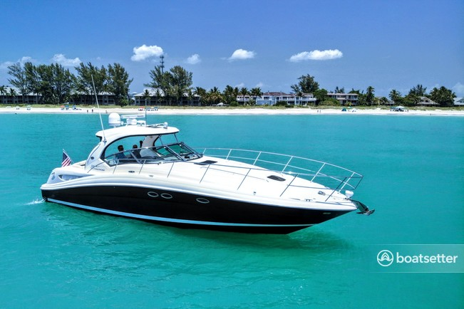 Rent a Sea Ray Boats cruiser in Naples, FL near me