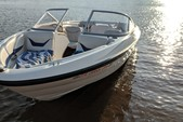 18 ft. Bayliner 185  Bow Rider Boat Rental Minneapolis Image 4