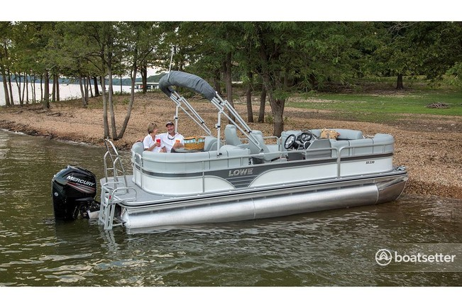 Rent a Lowe Pontoons pontoon in Okeechobee, FL near me