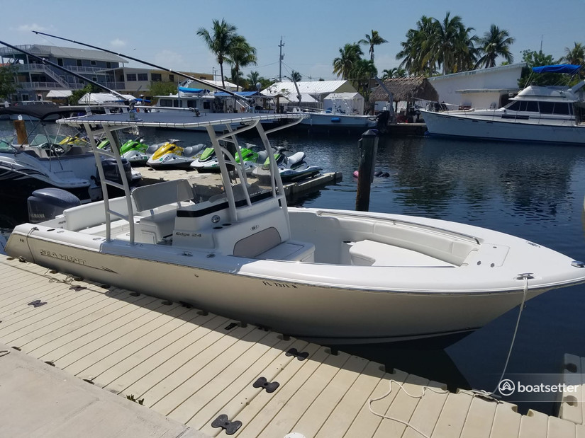 Rent a Sea Hunt Boats center console in Islamorada, FL near me