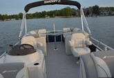 19 ft. Starcraft Marine EX 18 C Pontoon Boat Rental Tampa Image 4