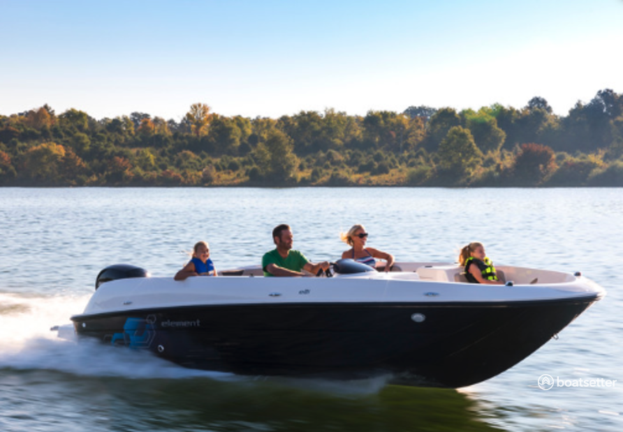Rent a Bayliner deck boat in Sperry, OK near me
