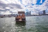 28 ft. Avalon Pontoons 27' Catalina Fun Ship Pontoon Boat Rental Miami Image 9