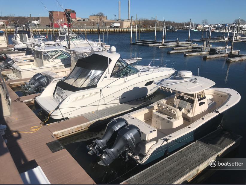 Rent a Sea Ray Boats cruiser in Freeport, NY near me