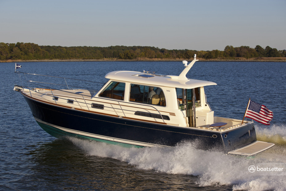 Rent a Sabre/Sabreline Yachts motor yacht in Riverhead, NY near me