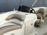 20 ft. Starcraft Marine Limited 2000 OB Deck Boat Boat Rental Tampa Image 2