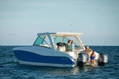 32 ft. World Cat Boats 320DC Dual Console w/2-300HP Catamaran Boat Rental Tampa Image 1