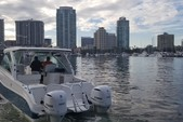 32 ft. World Cat Boats 320DC Dual Console w/2-300HP Catamaran Boat Rental Tampa Image 8