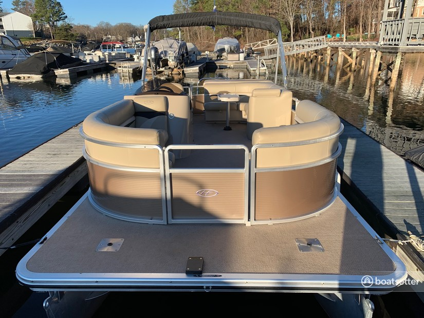 Rent a Harris FloteBote pontoon in Sherrills Ford, NC near me