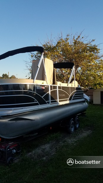 Rent a Sylvan Marine pontoon in Spring Valley, CA near me