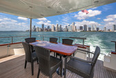 80 ft. Azimut Yachts 80 Carat Flybridge Boat Rental Miami Image 4