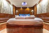 80 ft. Azimut Yachts 80 Carat Flybridge Boat Rental Miami Image 17