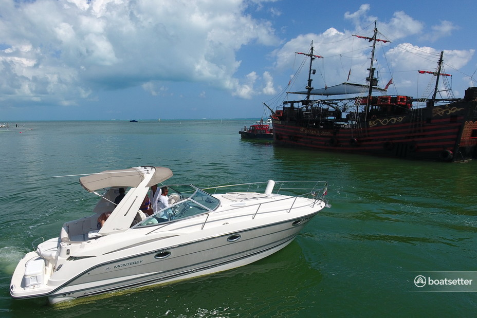 Rent a Bayliner bow rider in Cancún, Quintana Roo near me