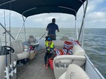 21 ft. Cypress Cay 211 FS   Pontoon Boat Rental N Texas Gulf Coast Image 4