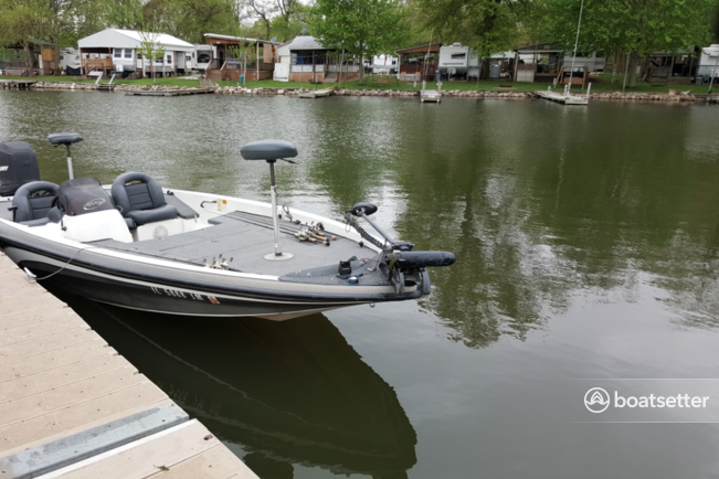 Rent a Nitro by Tracker Marine bass boat in Itasca, IL near me