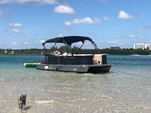 24 ft. Lexington 523 Pontoon Boat Rental Miami Image 27