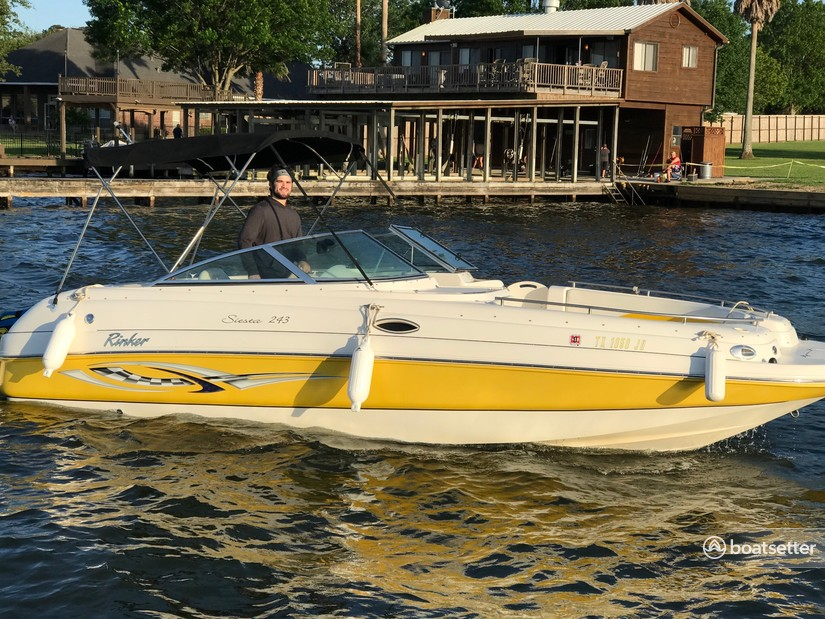 Rent a Rinker Boats deck boat in Montgomery, TX near me