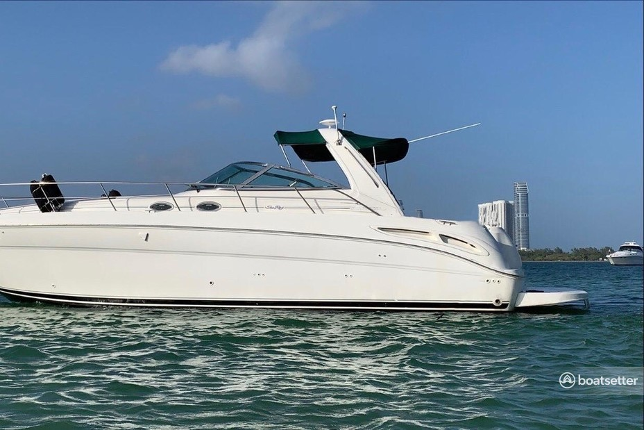 Rent a Sea Ray Boats cruiser in Miami, FL near me
