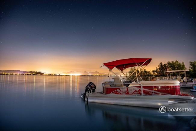 Rent a Bennington Marine pontoon in Canyon Lake, CA near me