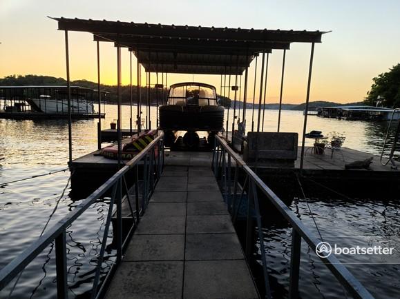Rent a Crest pontoon in Lake Ozark, MO near me