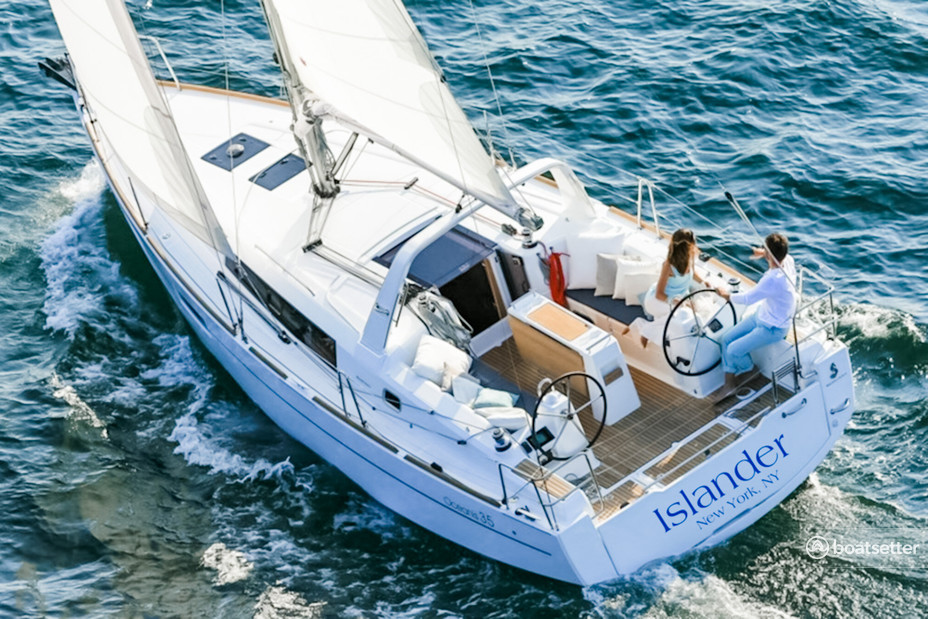 Rent a Beneteau USA cruiser in Jersey City, NJ near me