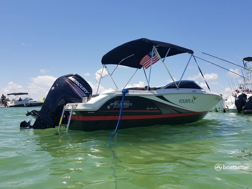 Rent a Four Winns bow rider in Fort Lauderdale, FL near me