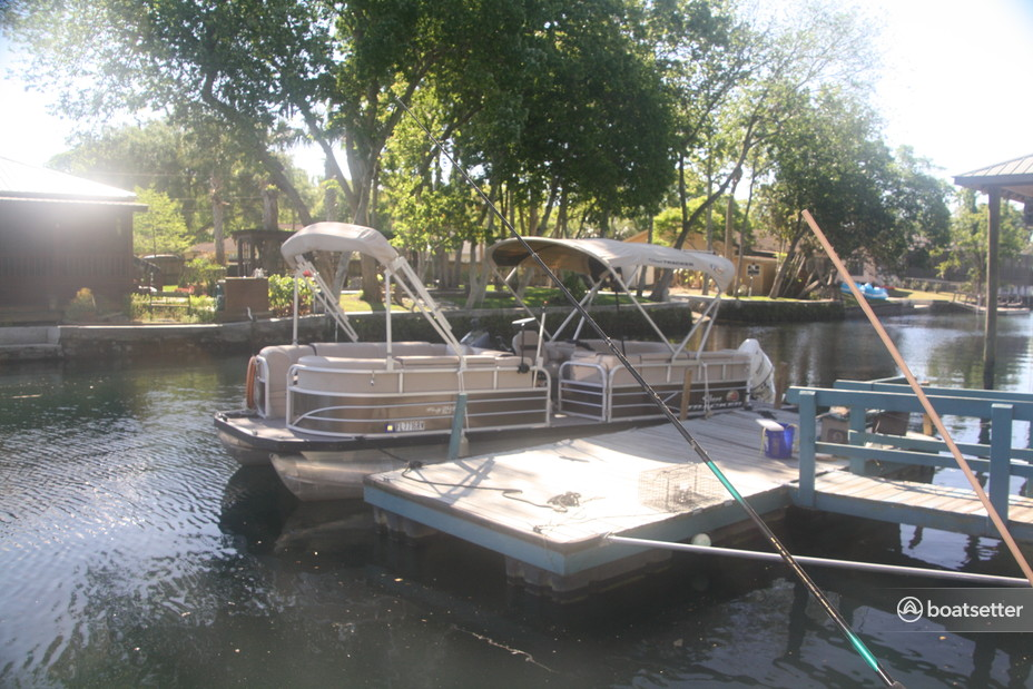 Rent a Sun Tracker by Tracker Marine pontoon in Crystal River, FL near me