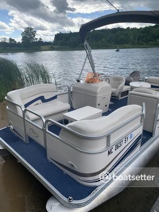 Rent a Manitou Pontoon pontoon in Belding, MI near me