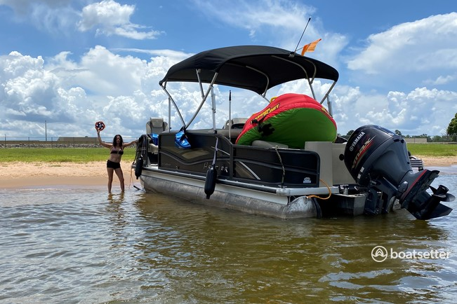 Rent a Premier Marine pontoon in Montgomery, TX near me