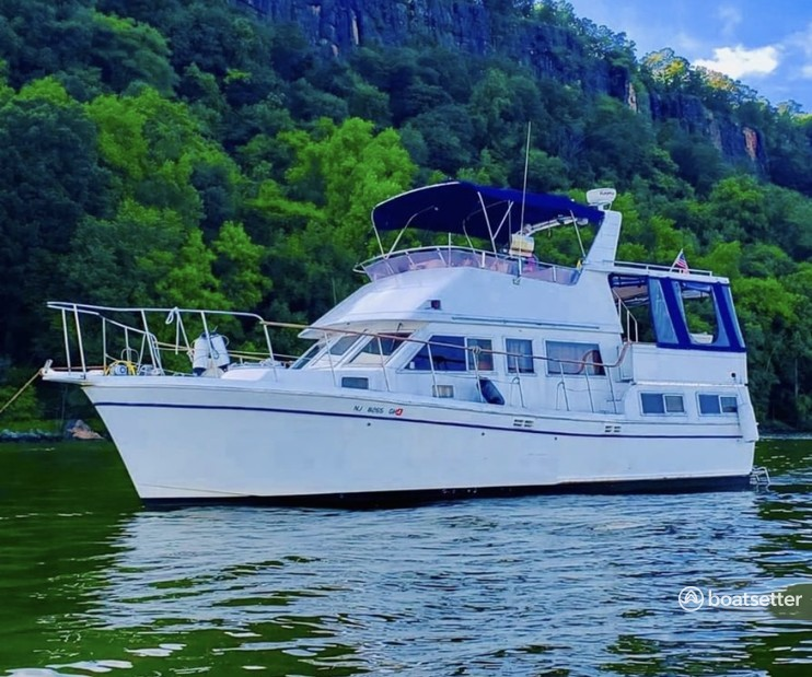 Rent a Marine Trader motor yacht in Edgewater, NJ near me