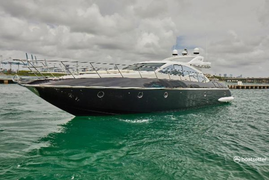Rent a Azimut cruiser in Miami, FL near me