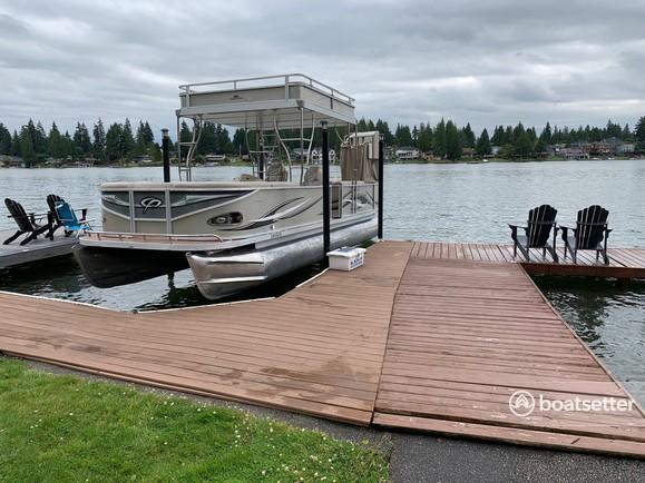 Rent a Crest Pontoons pontoon in Bonney Lake, WA near me